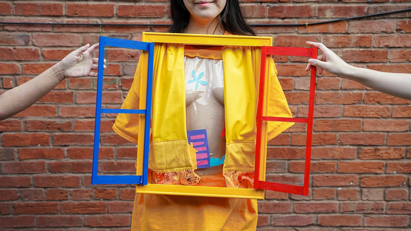 It is a game that explores the boundaries of touching, covering and exposing the body. The player has to wear the window frame with an openable curtain on a special t-shirt, when open it viewers can see through the naked body. Game also provides colorful
