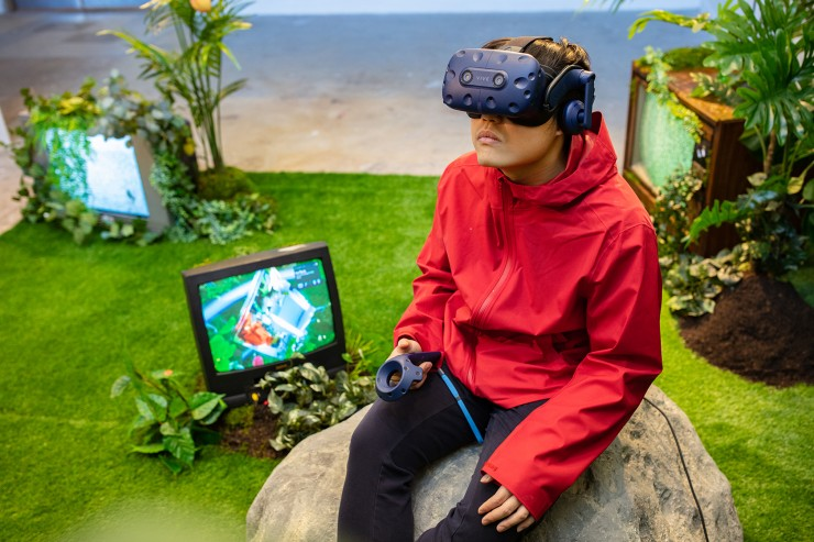 The spectator confronts themself in the VR space. The small TV provides a live-feed of the spectators' gaze.