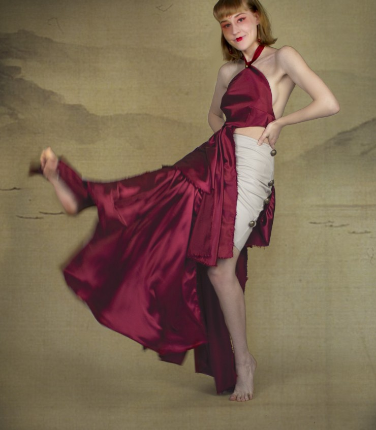 The left side of the dress is superimposed with a lot of crimson cloth strips to form a skirt, and the right side has only a leather skirt attached with brass buttons.