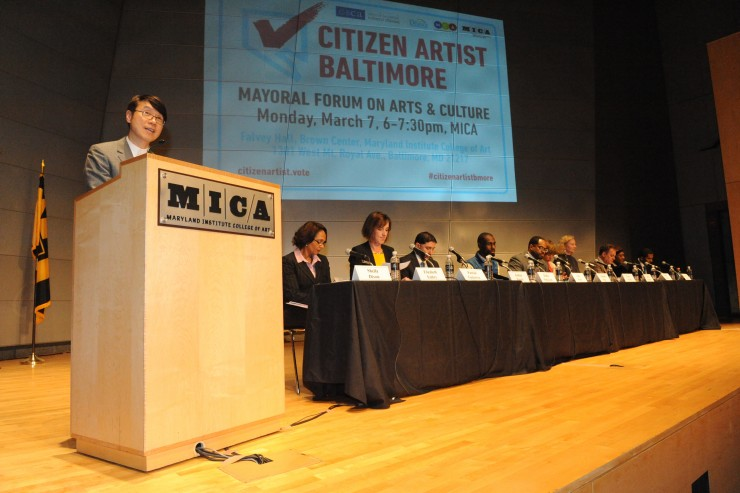 Samuel Hoi introduces a large panel of mayoral candidates at the Mayoral Forum on Arts and Culture.
